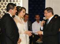 AHMET BARıŞ - Davutoğlu Yeğeninin Nikah Törenine Katıldı