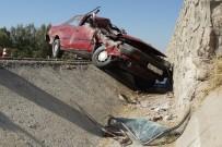 Direksiyon Hakimiyetini Kaybeden Sürücü Feci Şekilde Hayatını Kaybetti