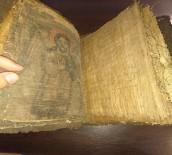 İNCIL - El Yazması İncil'i Satamadan Yakalandılar