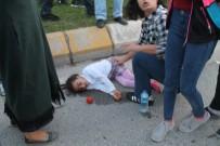 ŞAHIT - Karşıya Geçmeye Çalışan Anne İle Kızına Otomobil Çarptı