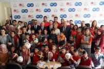 MİLLİ GÜREŞÇİ - Milli Sporculardan, Öğrencilere Malzeme Jesti