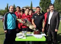 AKHİSAR BELEDİYESPOR - Teknik Direktör Buruk'a Doğum Günü Sürprizi