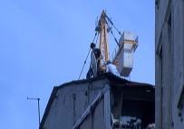 TARLABAŞı - Beyoğlu'nda Çatıdaki İşçilerin Ölümle Dansı