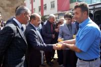 Bitlis Valisi Ustaoğlu, Vatandaşlara Aşure İkramında Bulundu