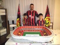 AÇIK ARTTIRMA - Kulübüne Destek İçin Eskişehir Stadı'nın Birebir Maketini Yaptı