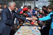 AZİZ YILDIRIM - Muş'ta 5 Bin Kişiye Aşure Dağıtıldı