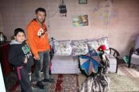 OTURMA ODASI - Şiddetli Yağış 3 Kişilik Aileyi Zor Durumda Bıraktı