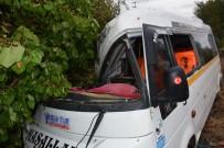 Tokat'ta Öğrenci Servisi Kaza Yaptı Açıklaması 4 Yaralı