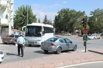 Yaya Geçidinde Otomobil Çarptı Açıklaması 1 Yaralı