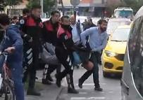 Zeytinburnu'nda Bıçaklı Şahıs Paniği