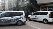 Zeytinburnu'nda, Yakalama Kararı Bulunan Şahıs Polisi Alarma Geçirdi