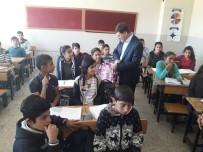 AK Parti'den Öğrencilere Kırtasiye Yardımı