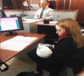 İLKAY - Avukat Anne 4 Aylık Bebeğiyle Duruşmaya Girdi, Sosyal Medyadan Destek Yağdı