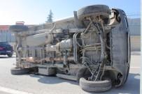 ŞEHİT ÜSTEĞMEN - Bariyerlere Çarpan Araç Yan Yattı Açıklaması 2 Yaralı