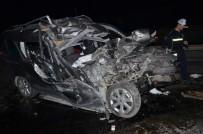 TİCARİ ARAÇ - Hafif Ticari Araç Kömür Yüklü Kamyonun Altına Girdi Açıklaması 1 Ağır Yaralı