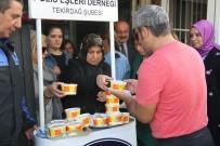 POLİS MERKEZİ - Polis Eşleri Derneğinden Vatandaşlara Aşure İkramı