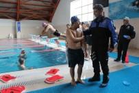 İŞARET DİLİ - Polisten Engelli Çocuklara İşaret Diliyle Yüzme Eğitimi