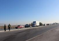 İSTİMLAK - Yolcu Otobüsü Tıra Çarptı Açıklaması 1 Ölü, 23 Yaralı