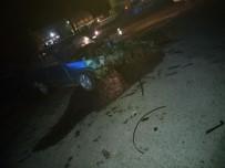AKALAN - Denizli'de İki Otomobil Çarpıştı Açıklaması 1'İ Ağır 5 Yaralı