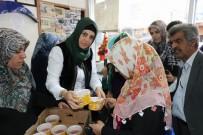 Diyarbakır'ın Tek Kadın Muhtarından Mahalleliye Aşure İkramı
