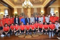 OLİMPİYAT ŞAMPİYONU - İşitme Engelliler Futbol Milli Takımı Vali'ye Ziyaret Etti