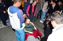 TİCARİ ARAÇ - Karşıdan Karşıya Geçen Anne İle Kızına Otomobil Çarptı