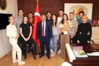 Rus Sosyal Medya Fenomenleri Başkan Karaaslan'ı Ziyaret Etti