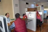 KİMLİK KARTI - Trabzon'da Çipli Kimlik Kartı Sayısında Plakayı Yakaladı