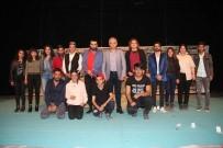 Vali Toprak 'Mamoş'adlı Tiyatro Oyununu İzledi