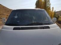 Erzincan'da Avcılar Kazmalı Saldırıya Uğradı