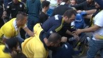EZİLME TEHLİKESİ - Kadıköy'de Derbi Arbedesi Açıklaması 1 Gözaltı