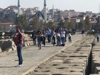 MANGAL KEYFİ - Akçakoca'da Hafta Sonu Yazdan Kalma Günler Yaşandı
