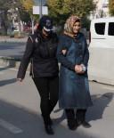 YAKALAMA KARARI - FETÖ'den Aranan Kadın Öğretmen Teslim Oldu