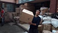 BUZDOLABı - Gönüllüler, Mültecilere Destek Oluyor