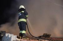ULUBATLı HASAN - Metruk Binada Çıkan Yangın 1 Saatte Kontrol Altına Alındı