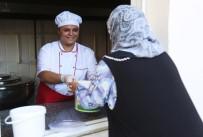 Mezitli'de Gönüllüler İhtiyaç Sahibi Vatandaşların Sofraları Sıcak Yemekle Buluşturuyor