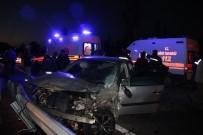 Otomobil İle Minibüs Çarpıştı Açıklaması 3 Yaralı