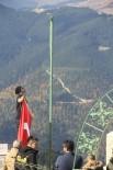 Şehitler Tepesi'ndeki Eskimiş Türk Bayrağını Yenisi İle Değiştiler