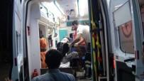 DEVLET HASTANESİ - Suriyeli Tarım İşçilerini Taşıyan Minibüs Devrildi Açıklaması 10 Yaralı