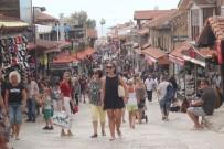 MURAT GÜVEN - Antalya'da Serin Hava Esnafa Yaradı