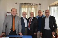 MESUT ÖZAKCAN - Başkan Özakcan, Köprülü - Veysi Paşa Mahallesi Aşure Hayrına Katıldı