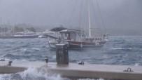 MASA SANDALYE - Ege'de Beklenen Yağış Ve Fırtına Başladı