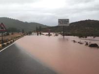 MUĞLA KÖYCEĞİZ - Fethiye-Muğla Karayolu Yağış Nedeniyle Trafiğe Kapandı