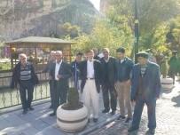 AHMET ÇAKıR - Huzurevi Sakinleri Darende Gezisi İle Stres Attı