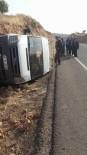 YOLCU MİNİBÜSÜ - Lastiği Patlayan Minibüs Yan Yattı Açıklaması 14 Hafif Yaralı