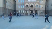 ABDULLAH ÇALIŞKAN - Lise Öğrencilerine Badminton Ve Masa Tenisi Kursu