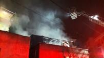 GECEKONDU - Sancaktepe'de Gecekondu Alev Alev Yandı