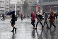 TAKSIM - Taksim'de Şemsiyeler Havada Uçuştu