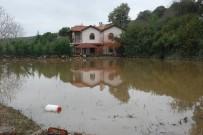 FELAKET - Çatalca'da Evleri Sular Altında Kalan Vatandaşlar Yetkililerden Yardım Bekliyor