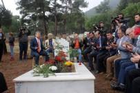 SERVERGAZI - Denizlili Gazeteci Mezarı Başında Dualarla Anıldı